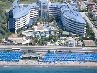 Hotel Crystal Admiral Resort Suites & Spa